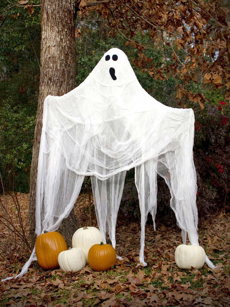 17 Idées De Déco Halloween Faisant Revivre Les Fantômes Du ... à Deco Jardin Halloween