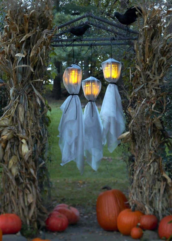 17 Idées De Déco Halloween Faisant Revivre Les Fantômes Du ... pour Deco Jardin Halloween
