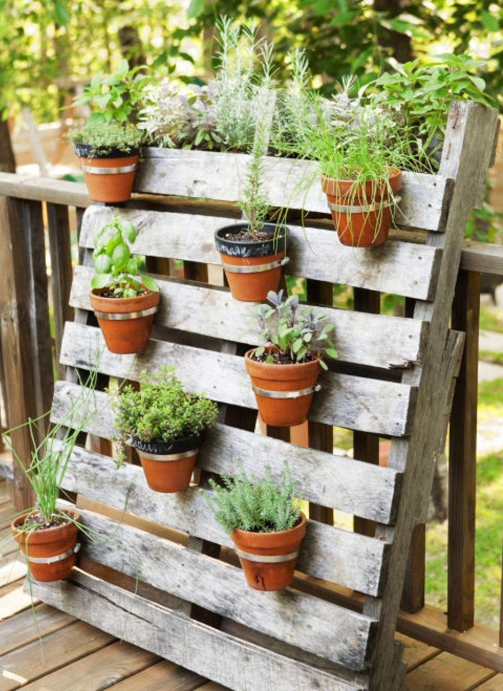 8 Astuces De Décoration De Jardin, Avec Des Objets Récupérés ... tout Objet Decoration Jardin