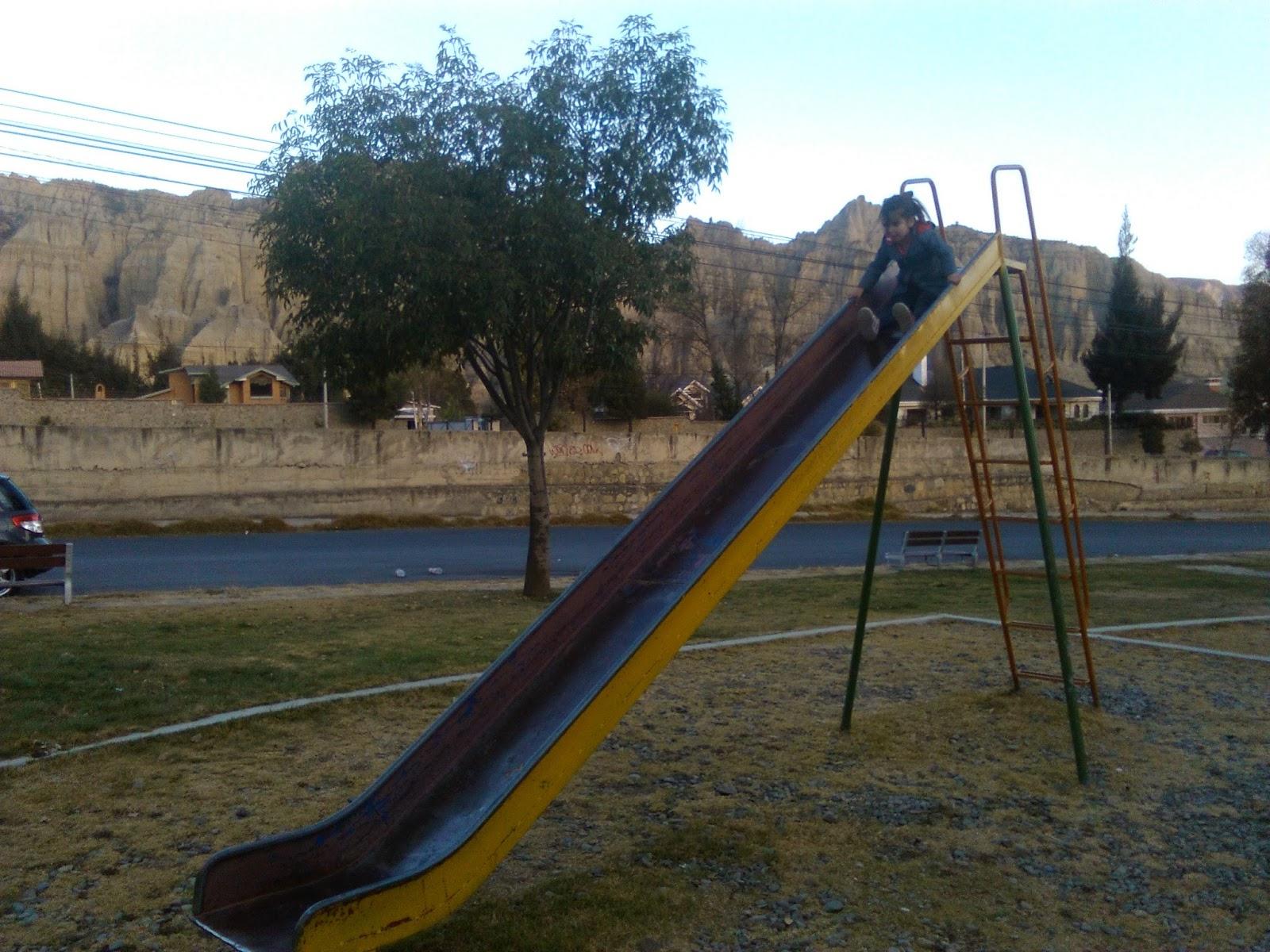 À 5 En Bolivie: Le Parc De Jeux serapportantà Grand Toboggan Jardin