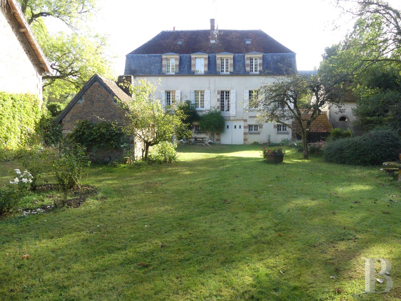 A Deux Heures De Paris, Une Maison Du 18Ème Siècle Et Son Parc De 7000 M² concernant Moulin De Jardin A Vendre