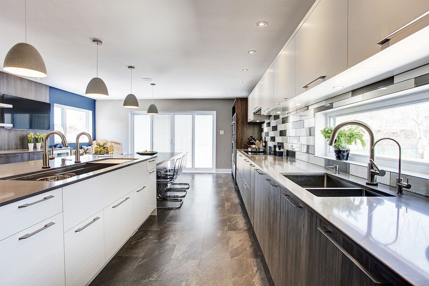 A Spacious Contemporary Kitchen Equipped With Two Sinks ... encequiconcerne Vima Salon De Jardin