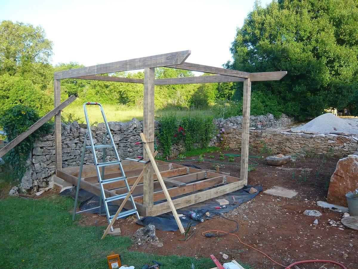Abri De Jardin En Bois, Cabane De Jardin: La Construction ... destiné Construction Abri De Jardin En Bois