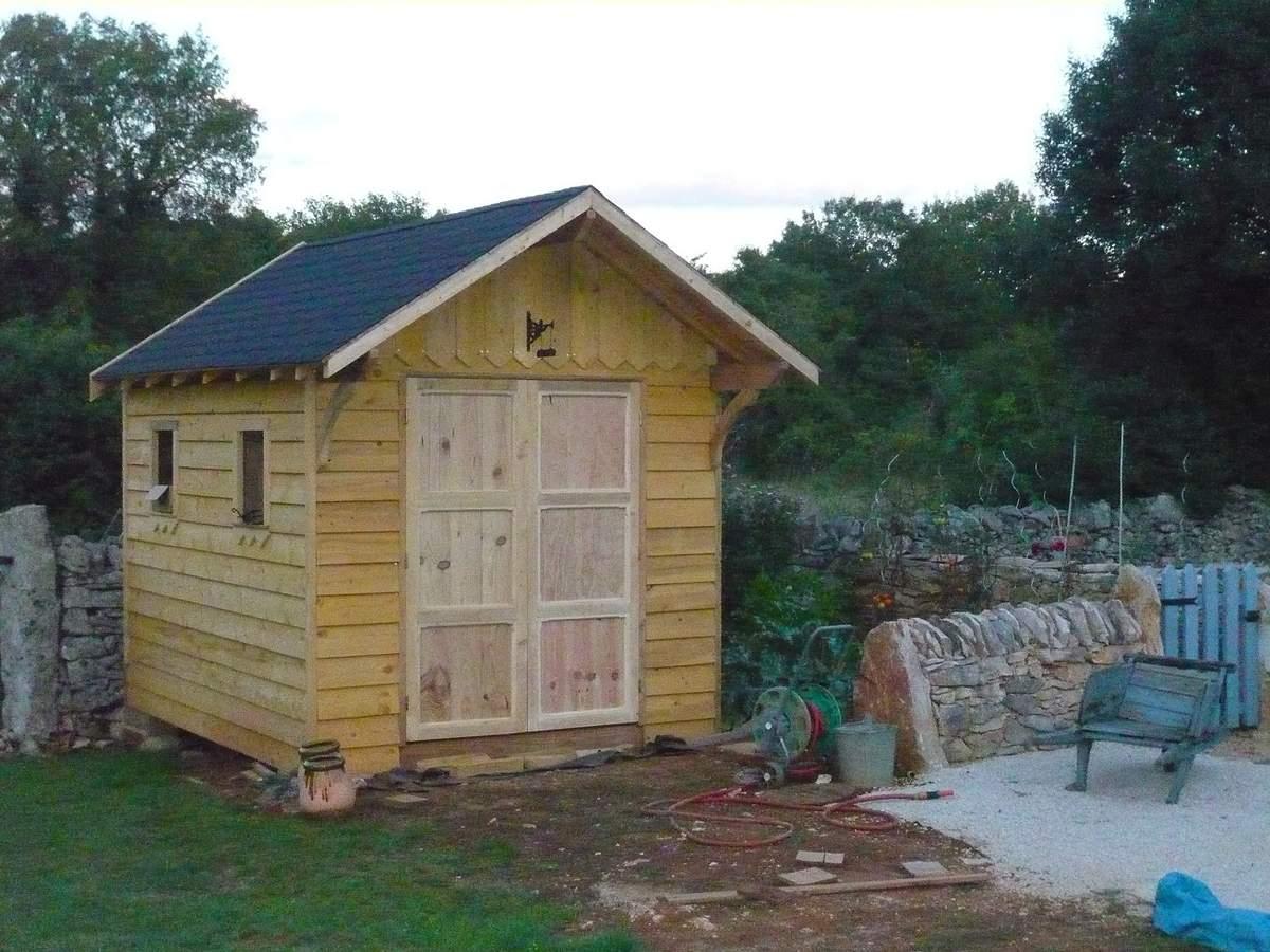 Abri De Jardin En Bois, Cabane De Jardin: La Construction ... destiné Fabriquer Un Abri De Jardin En Bois