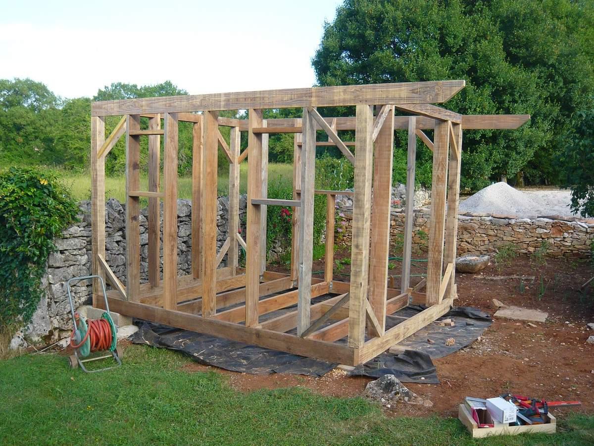 Abri De Jardin En Bois, Cabane De Jardin: La Construction ... pour Monter Abri De Jardin En Bois