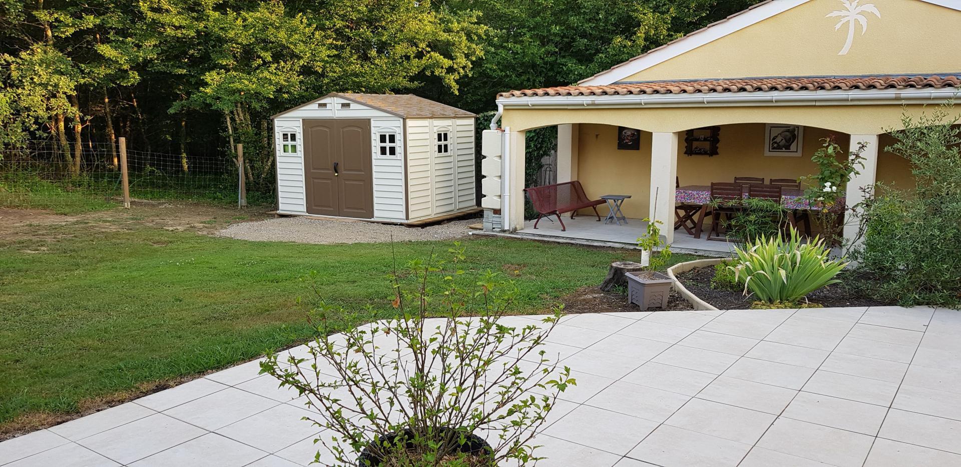 Abri De Jardin En Pvc Woodstyle Premium 7,68M² - Duramax destiné Abri De Jardin En Longueur