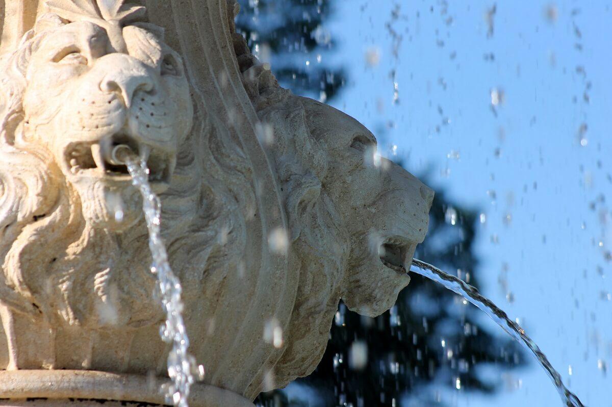 Acheter Les Plus Belles Fontaines De Jardin 2020 En Ligne destiné Fontaine De Jardin En Fonte