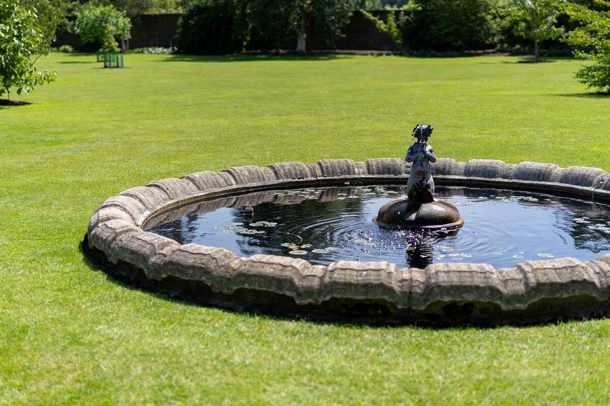 Acheter Les Plus Belles Fontaines De Jardin 2020 En Ligne encequiconcerne Puit Decoratif Jardin