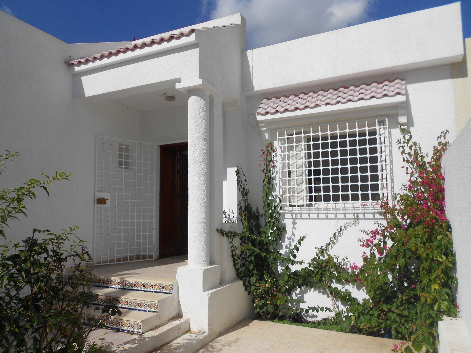 Al Une Coquette Villa Avec Jolie Jardin Et Abri De Voiture ... encequiconcerne Abri De Jardin Tunisie