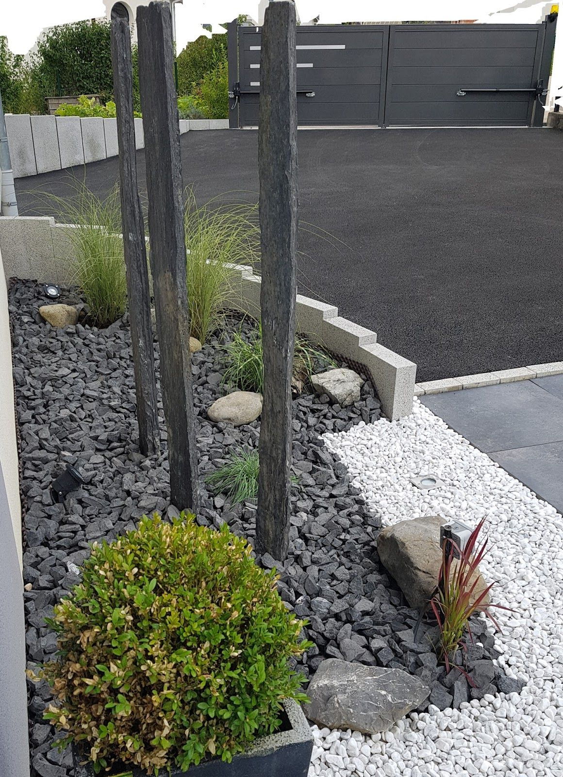 Allée Contemporaine Moderne Design Entrée Dalles Graviers ... serapportantà Gros Cailloux Pour Jardin
