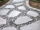 Allée Jardin En Gravier, Ardoise Et Bois –Créer Une Allée ... encequiconcerne Création Allée De Jardin
