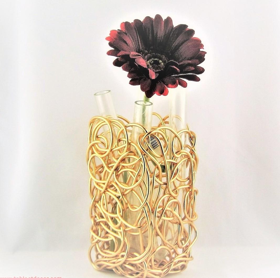 Aluminium Vase, Nuvem Gold By Alessi Italy serapportantà Vase En Pierre Jardin