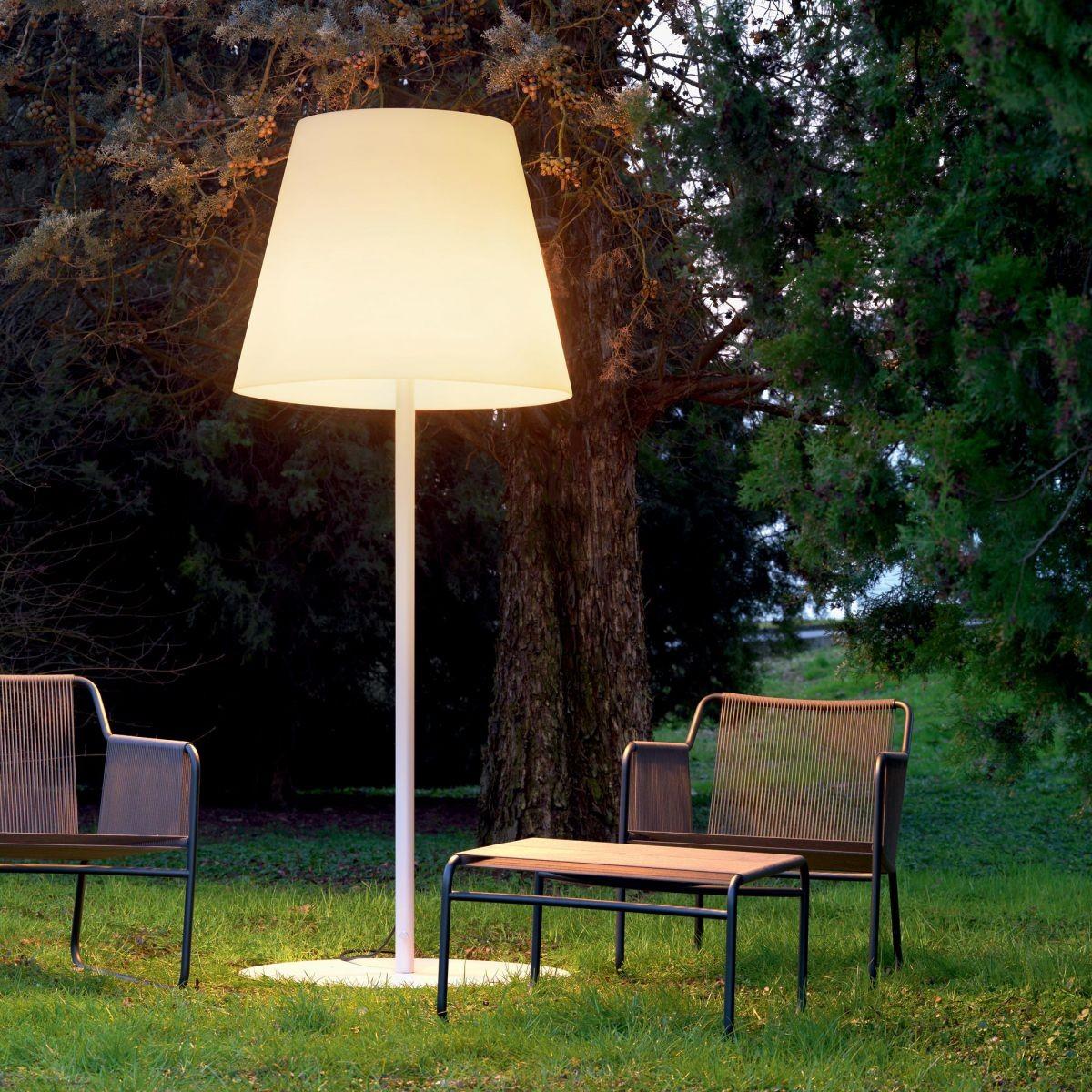 Amax Lampadaire Jardin Par Fontana Arte | Lampadaire Exterieur encequiconcerne Lampadaire De Jardin Sur Pied