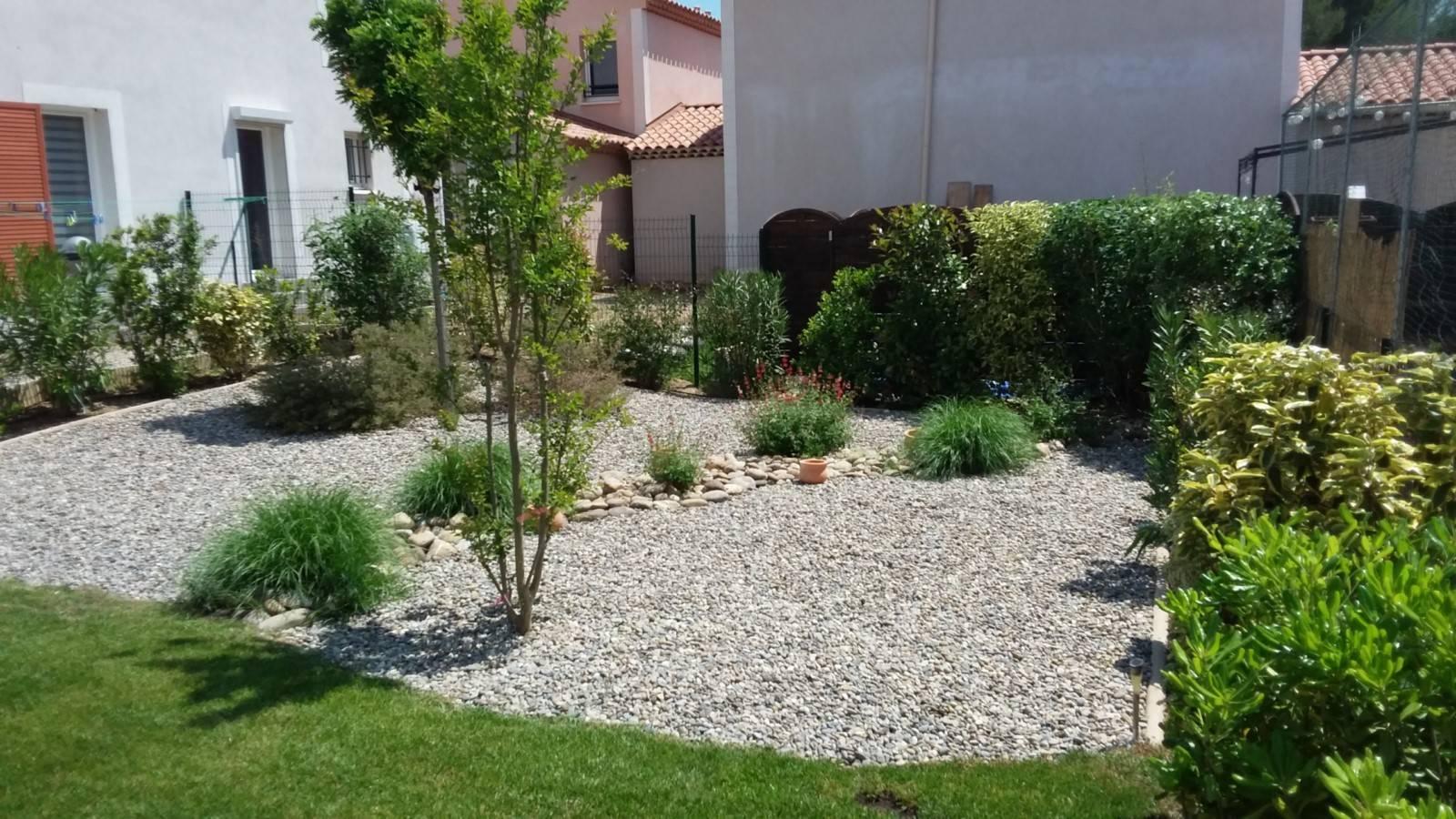 Amenagement D'un Petit Jardin Méditerranéen Devant Maison ... tout Amenagement Petit Jardin Mediterraneen