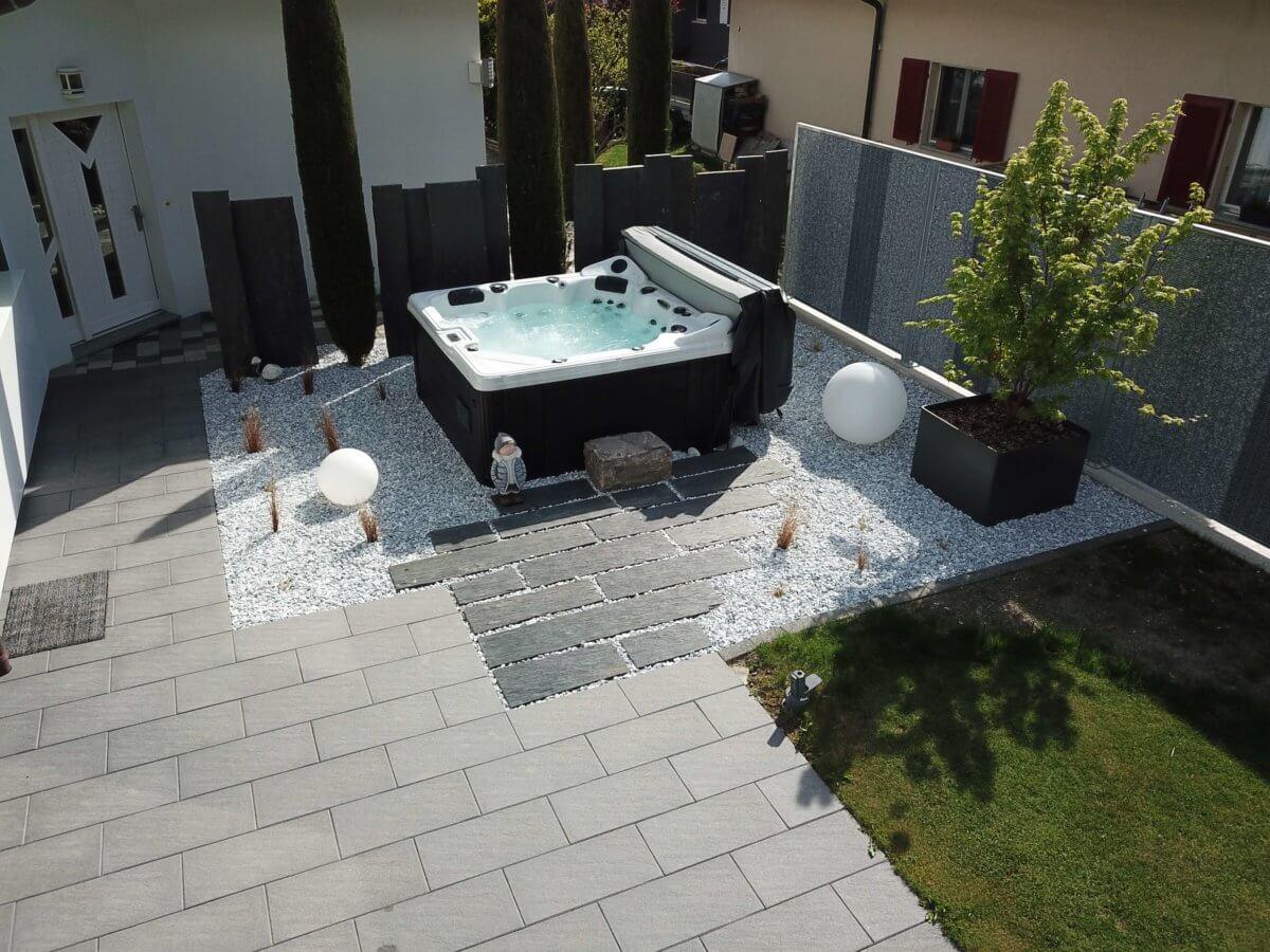 Aménagement Extérieur Avec Spa Réalisé Par L'entreprise ... destiné Aménagement Jardin Avec Spa