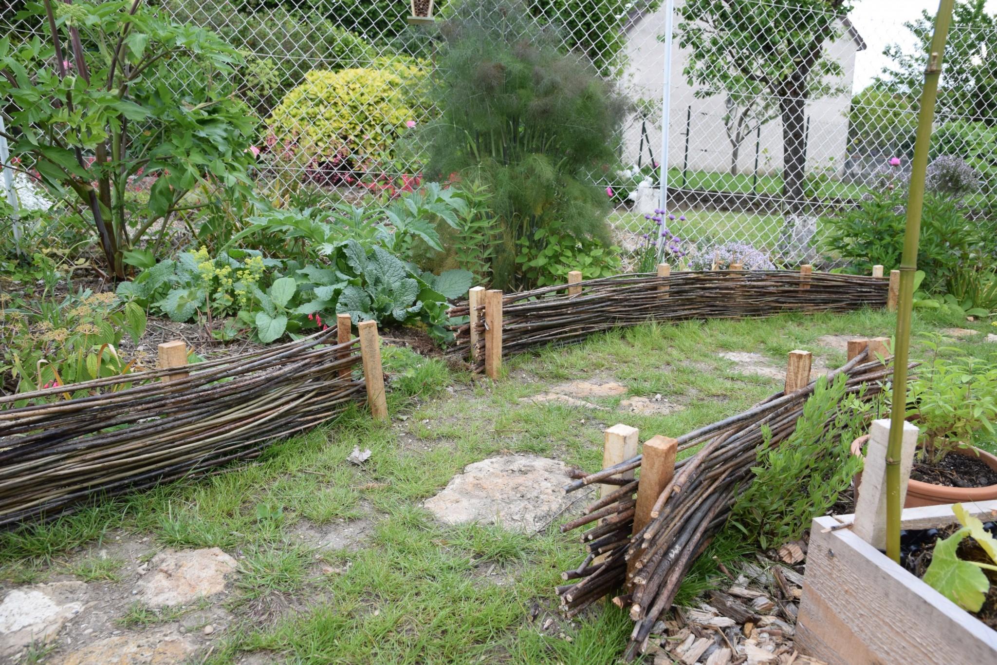 Aménagement Paysager D'un Jardin Familial À Thorigny-Sur-Marne encequiconcerne Bordure De Jardin En Osier Tressé