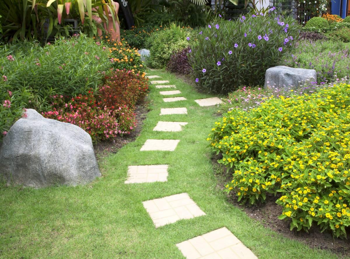 Aménager Un Jardin À L'abri Des Regards : Quelques Astuces À ... avec Comment Aménager Son Jardin Devant La Maison