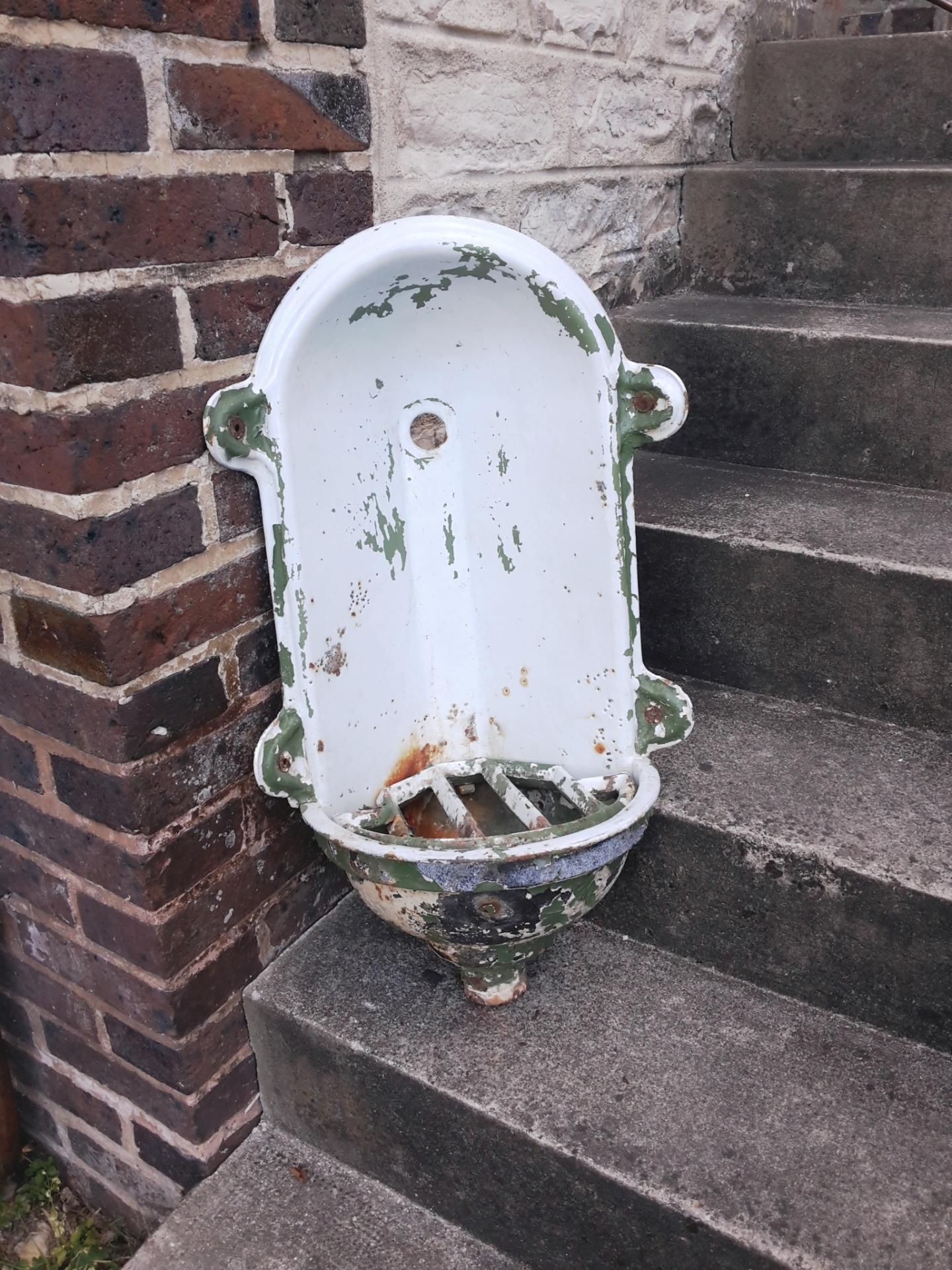 Ancienne Fontaine De Jardin Émaillée à Fontaine De Jardin En Fonte