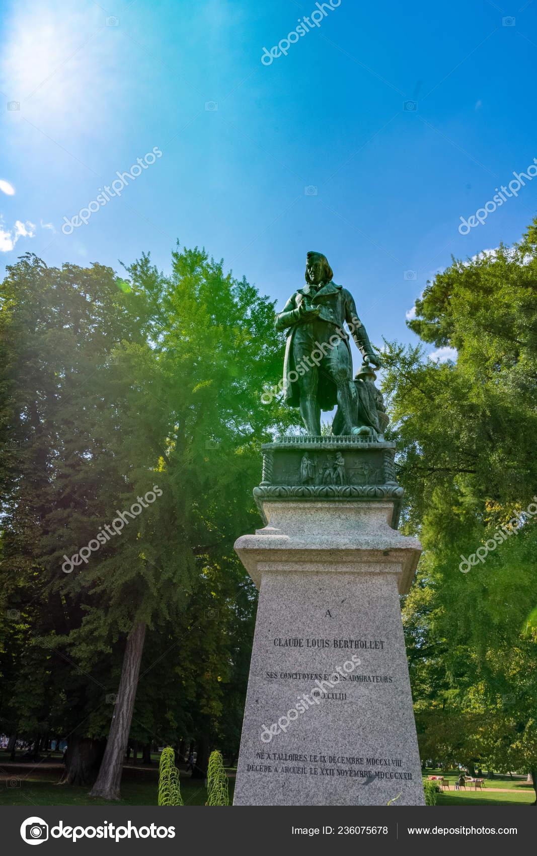 Annecy France September 2018 Statue Claude Louis Berthollet ... serapportantà Les Jardins Du Château Annecy