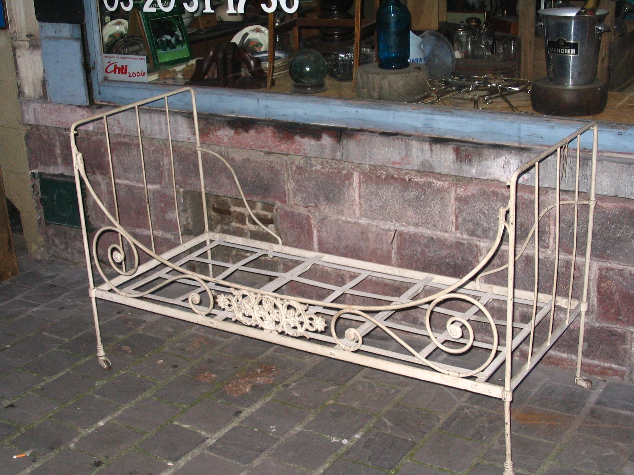 Antiquites Belbezier » Lit Ancien Fer Forge Volutes Canape ... avec Mobilier De Jardin Fer Forgé Ancien