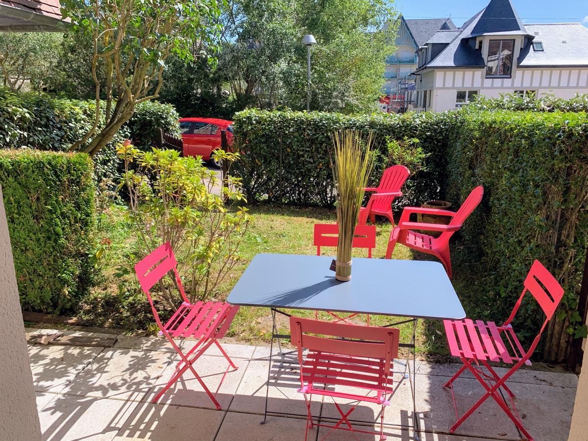 Apartment Front De Mer 11 - Jardin - Thalasso, Cabourg ... encequiconcerne Table De Jardin Geant Casino