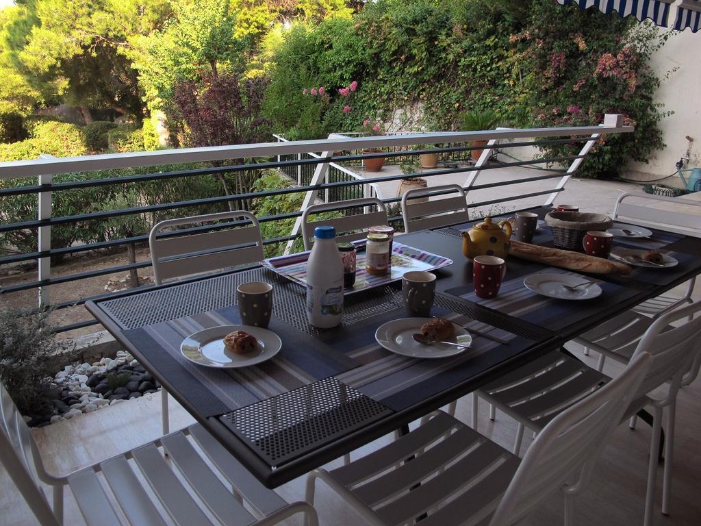 Apartment Le Jardin Des Hespérides, Cassis, France - Booking destiné Table Jardin Hesperide