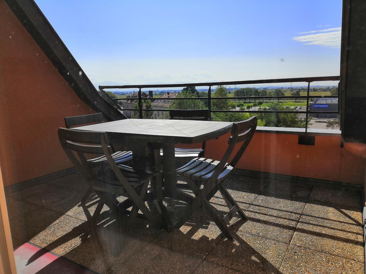 Appartement Terrasse Vue Sur Les Montagnes, Volgelsheim ... destiné Table De Jardin Centrakor