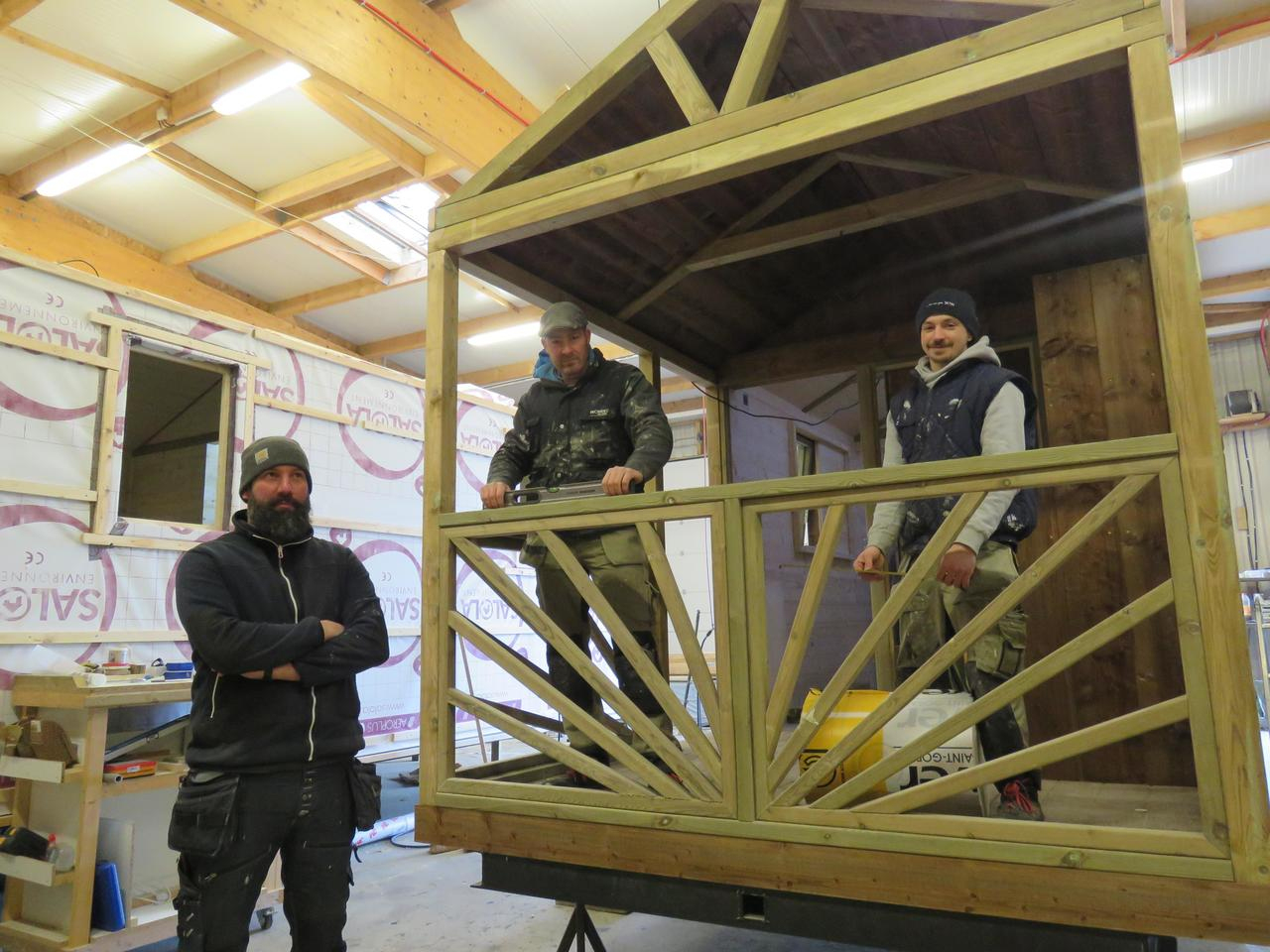 Après Les Studios De Jardin, Roz Minior Recherche Du ... encequiconcerne Construire Une Cabane De Jardin