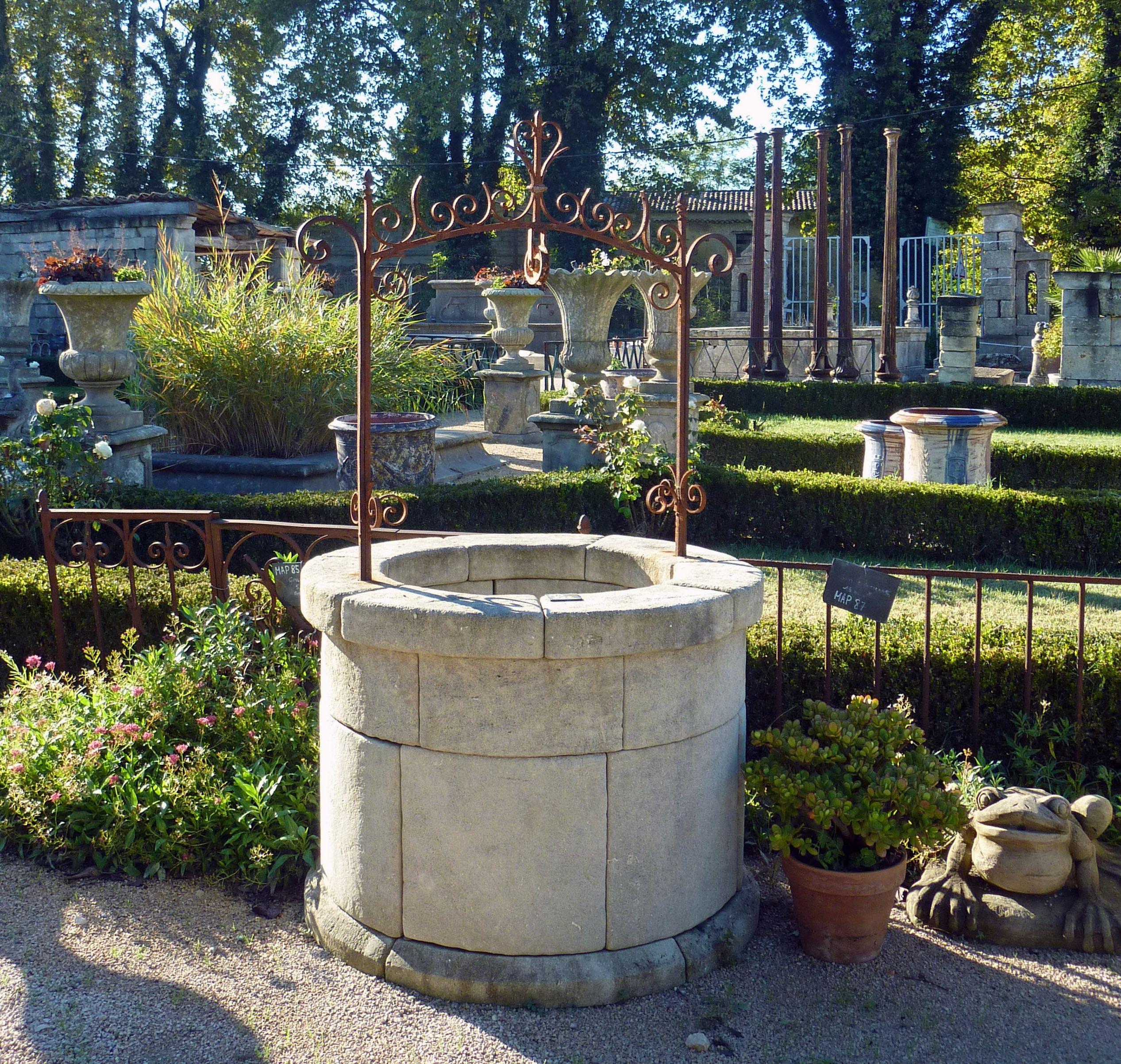 Aussi Bien Pour Puiser L'eau D'un Forage Ou Bien Aménager De ... dedans Puit Decoratif Jardin