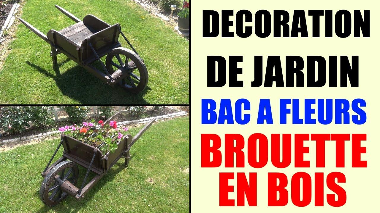 Bac À Fleurs Brouette En Bois - Idée Décoration De Jardin serapportantà Brouette Deco Jardin