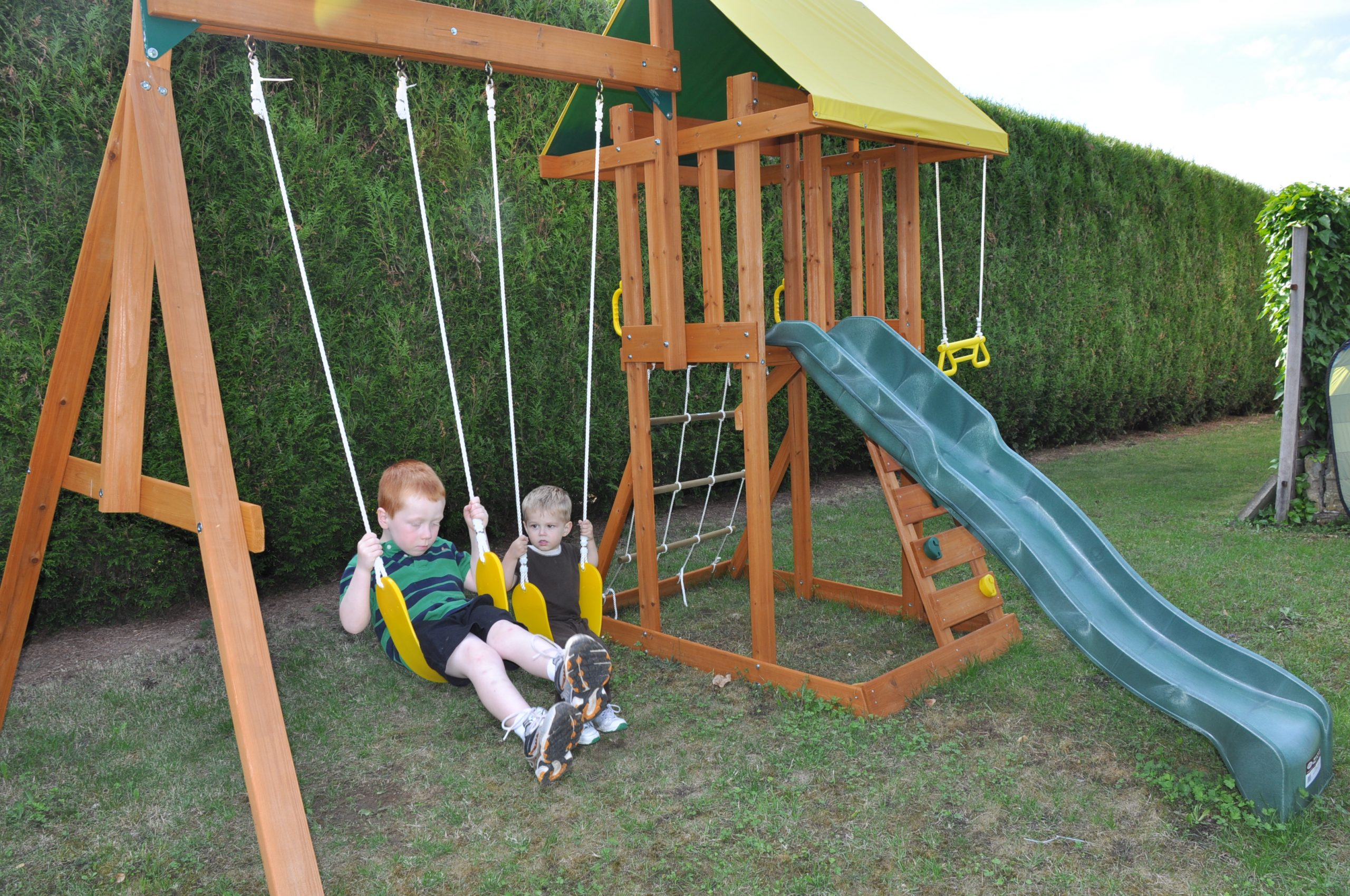 Balançoire Avec Toboggan : Organisez Votre Jardin encequiconcerne Balancoire Pour Petit Jardin
