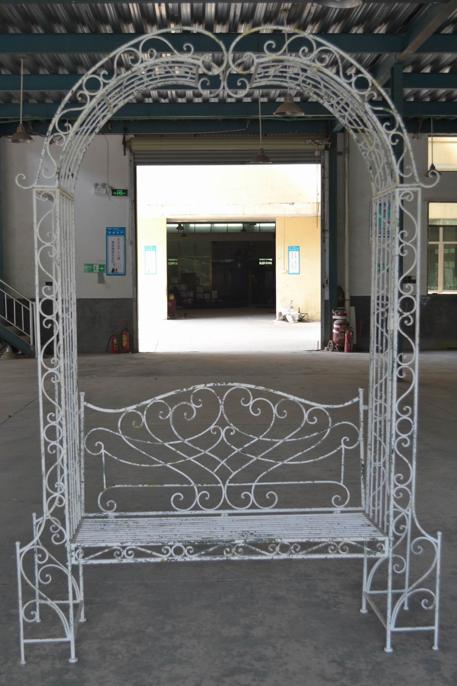 Banc Arche En Fer Forgé Patiné Blanc Antique dedans Arche En Fer Forgé Pour Jardin