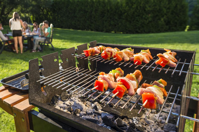 Barbecue Charbon : Comment Bien Le Choisir, La Sélection Des ... encequiconcerne Barbecue De Jardin En Brique