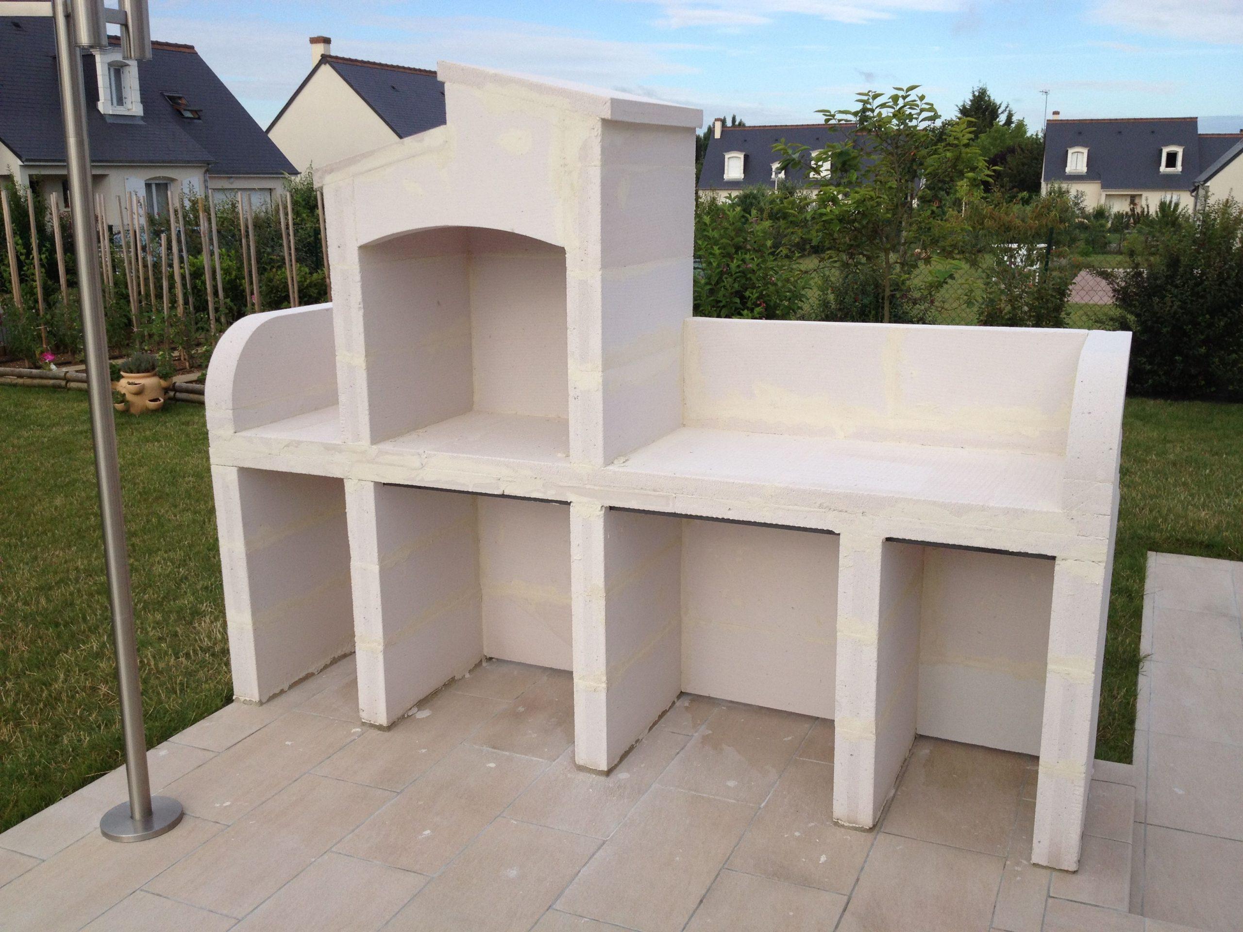 Barbecue Extérieur | Construire Un Barbecue, Barbecue En ... intérieur Abri De Jardin En Beton Cellulaire