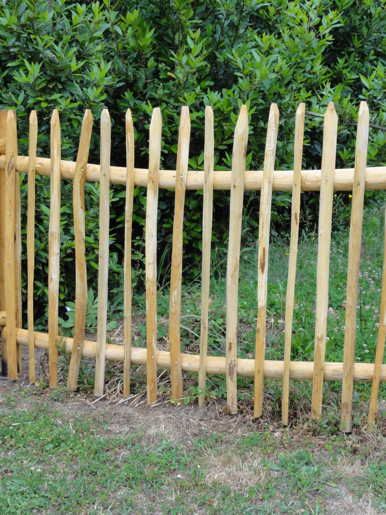 Barrières Châtaignier Piquets Clôture Bois Jardin Portillon ... destiné Barriere Pour Cloture Jardin