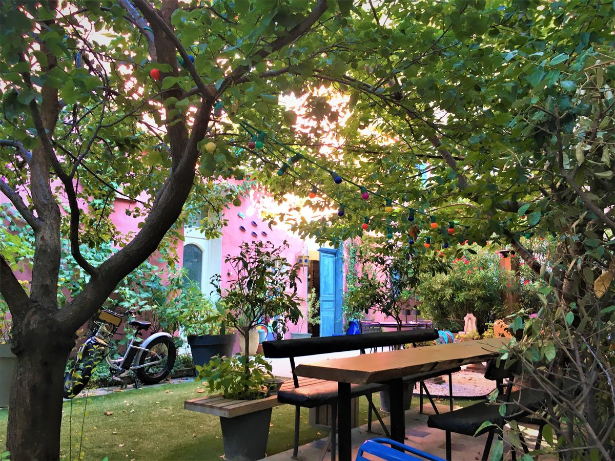 Bed And Breakfast Bnb Vieux Port Panier Jardin, Marseille ... intérieur Table De Jardin Super U