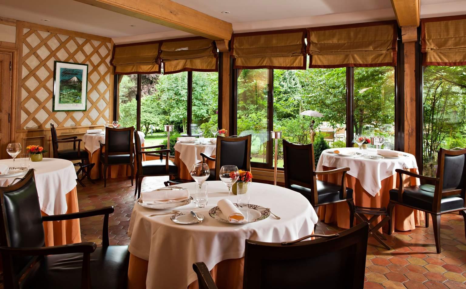 Bernard Loiseau | Restaurants, Hôtel, Spa | Meilleurs Tarifs ... intérieur Restaurant Avec Jardin 78