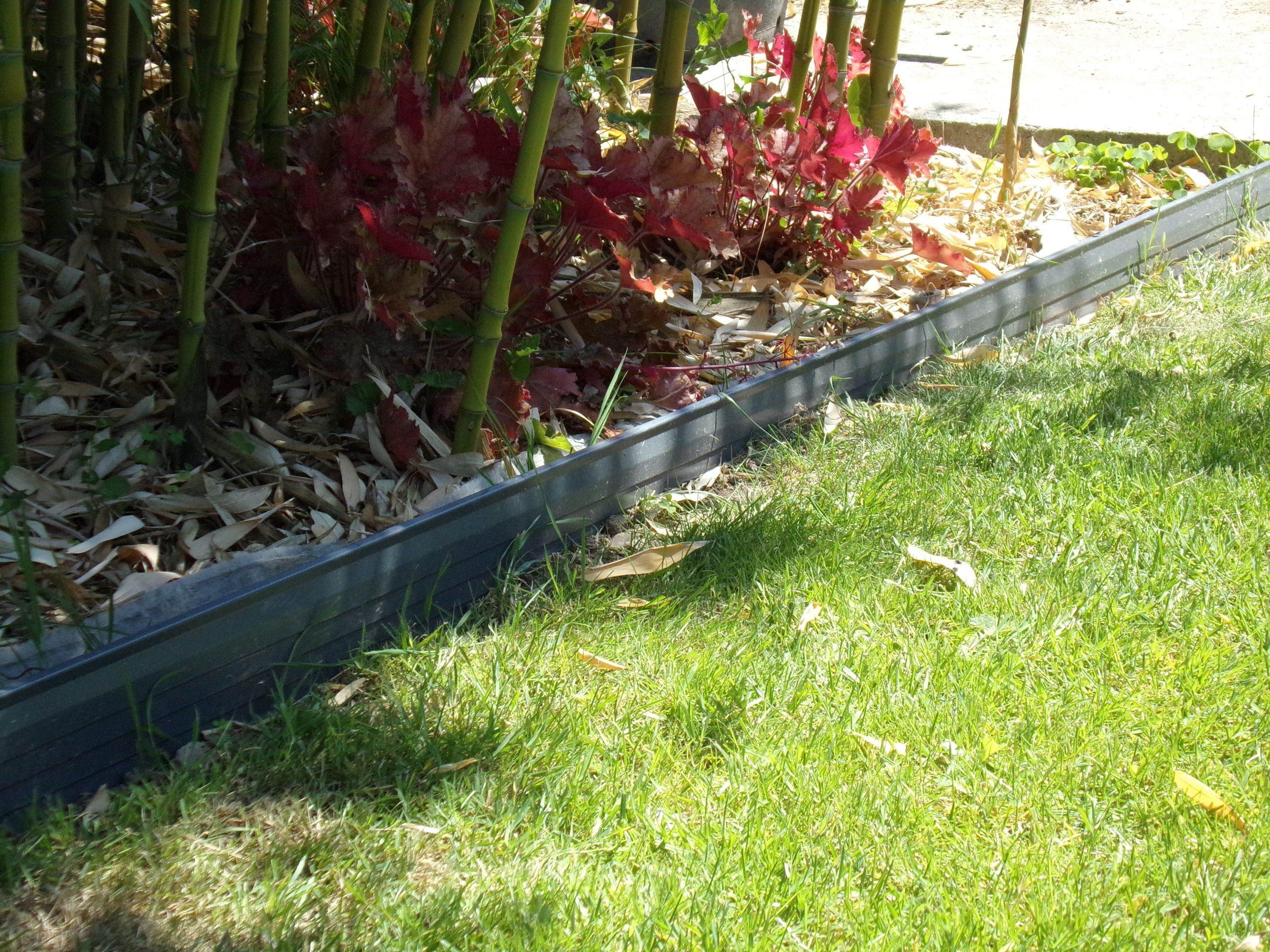 Bordure En Aluminium Laqué Avec Led Intégré De Chez Apanages ... dedans Bordure Jardin Acier Corten