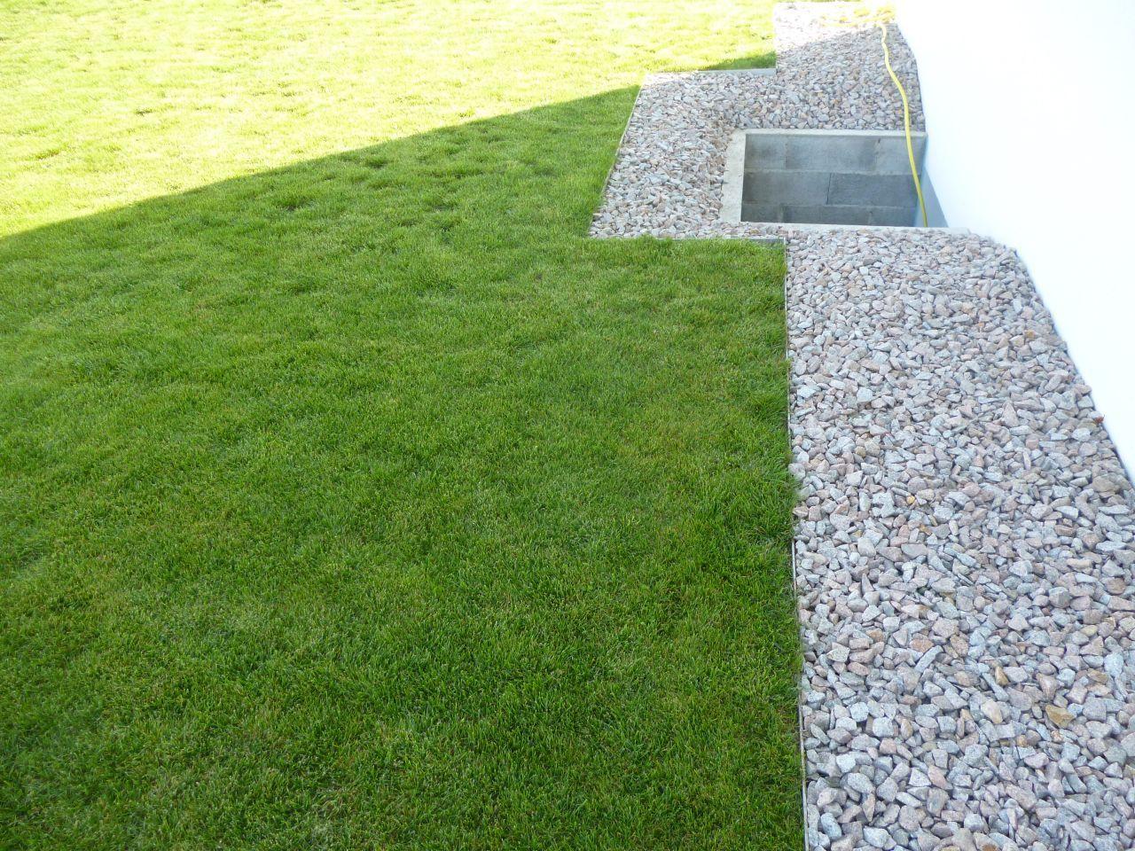 Bordures Nettes Gravillons /pelouse | Jardin | Jardins ... avec Bordure De Jardin En Grillage