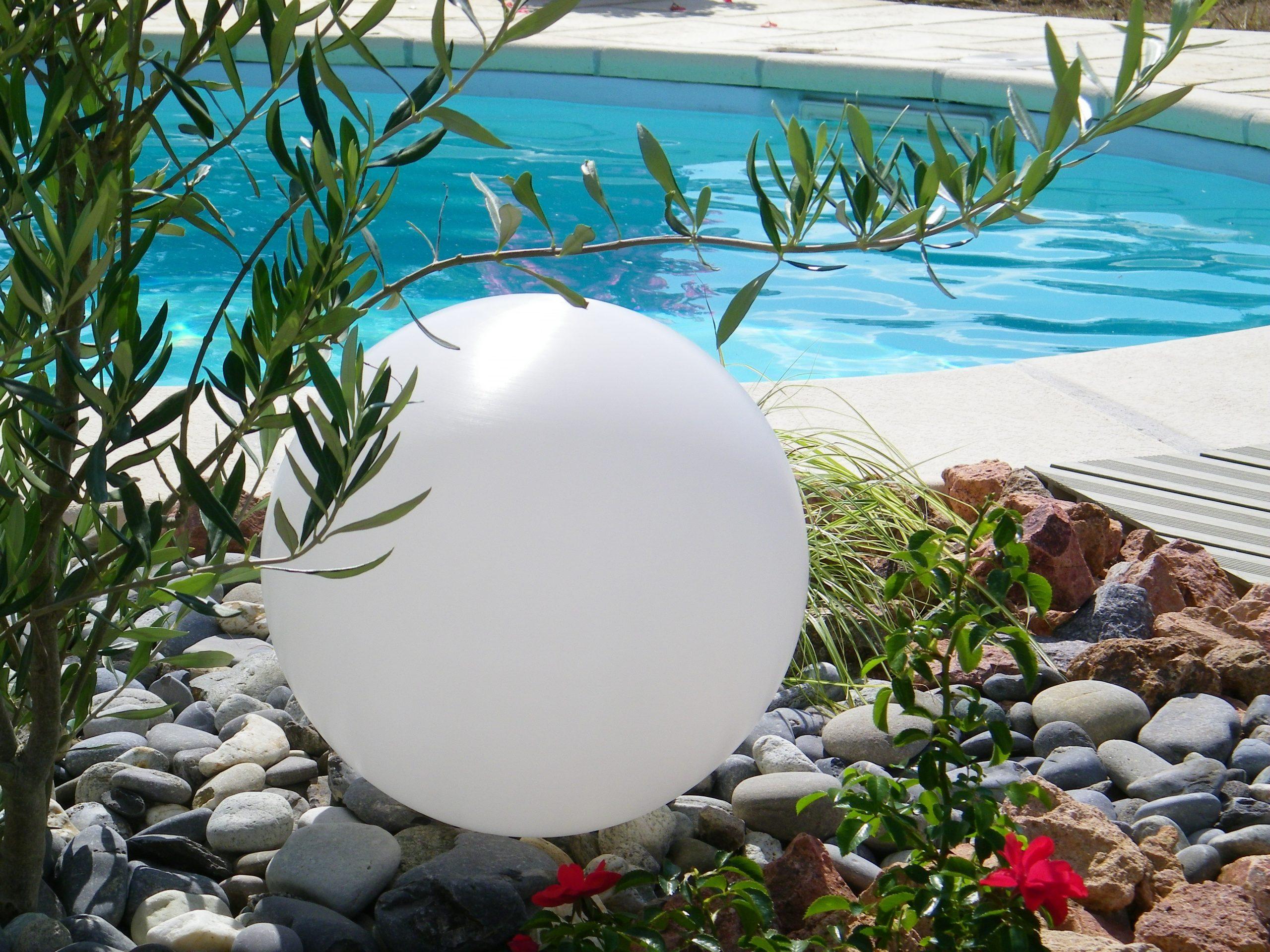 Boule Lumineuse De Jardin Pour Décoration Extérieure concernant Boule Lumineuse Jardin