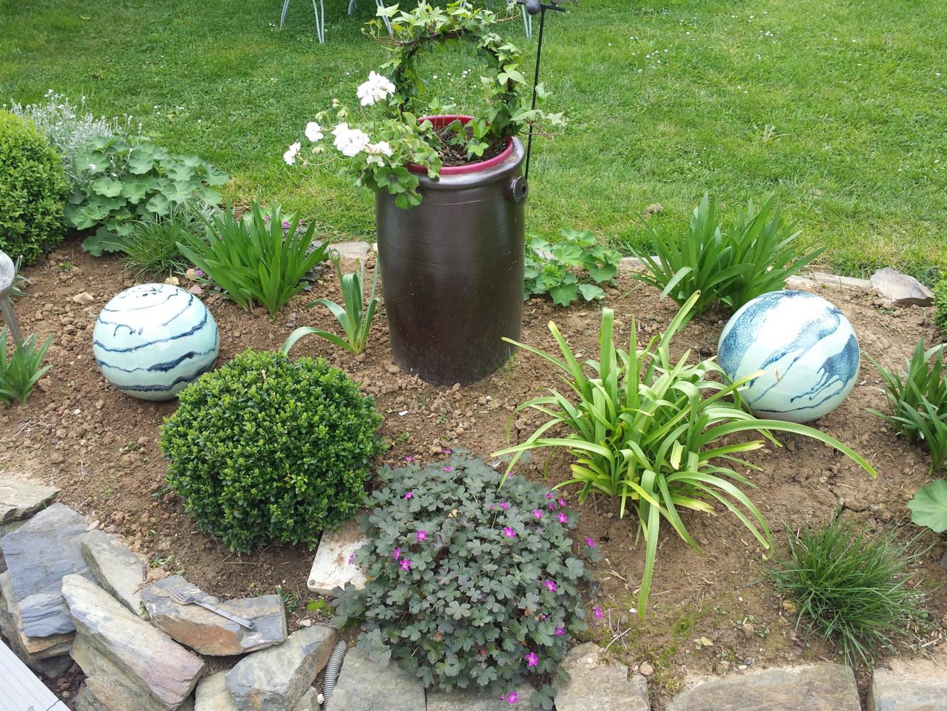 Boules En Grès Pour La Décoration Extérieure, Poteries De Jardin concernant Boule Décorative Jardin