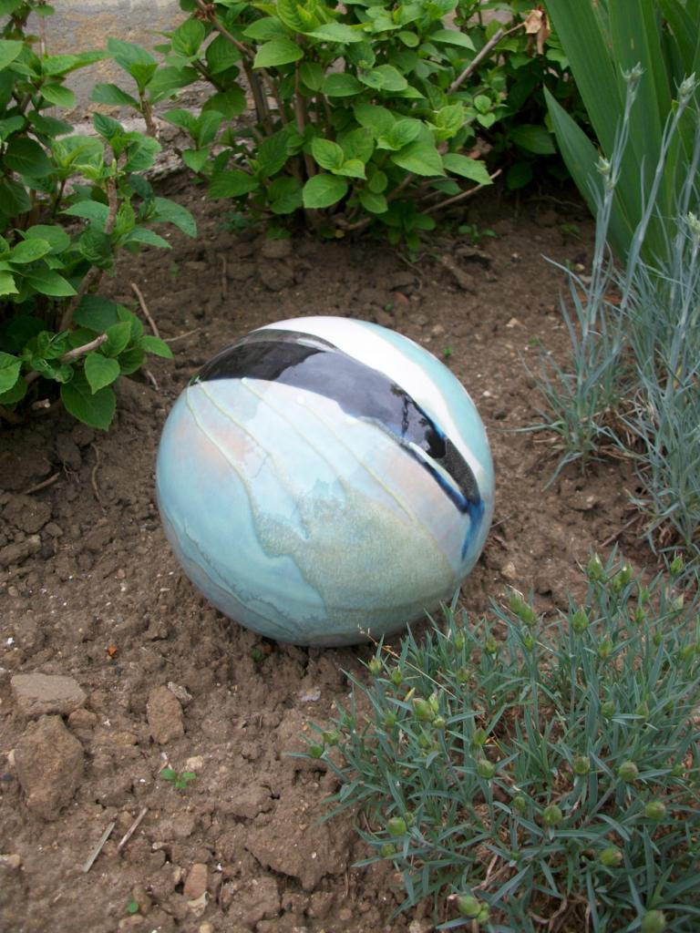 Boules En Grès Pour La Décoration Extérieure, Poteries De Jardin dedans Boule Décorative Pour Jardin