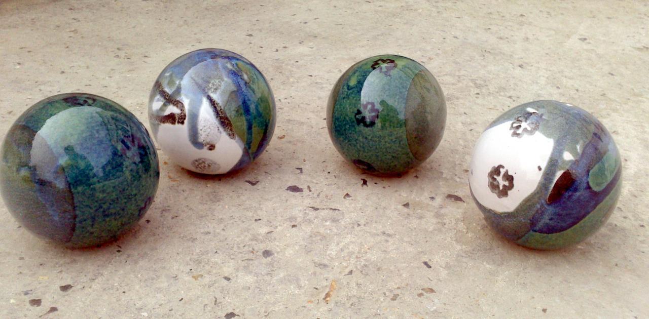 Boules En Grès Pour La Décoration Extérieure, Poteries De Jardin destiné Boule Décorative Jardin