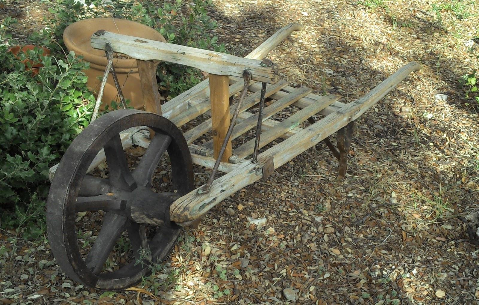 Brouette En Bois Ancienne Provençale Art Populaire Déco ... encequiconcerne Brouette Deco Jardin