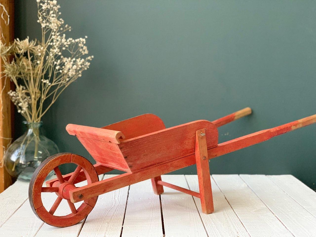 Brouette Enfant Bois Rouge   Les Happyvintage pour Brouette Deco Jardin