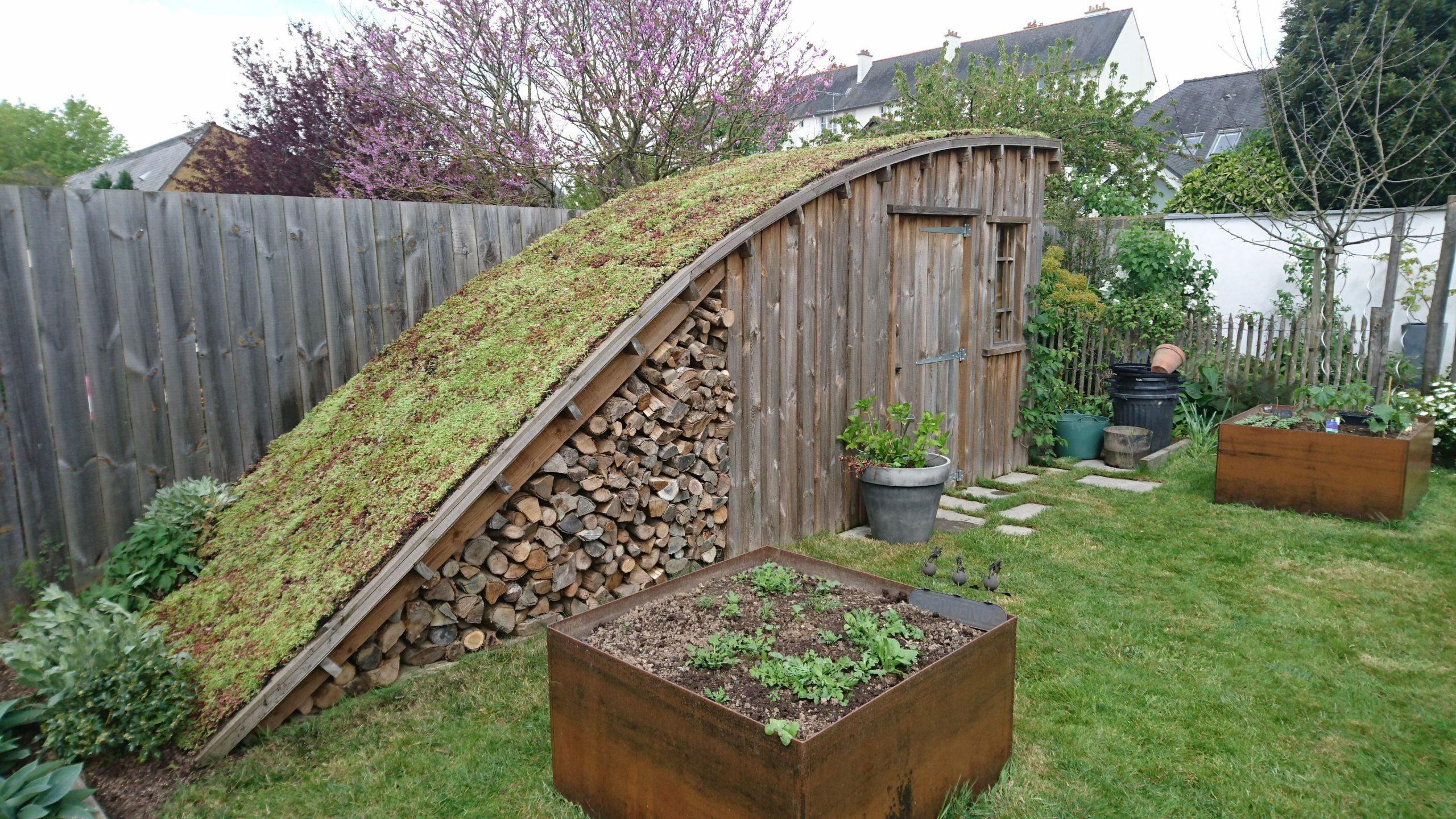 Cabane De Jardin Au Cœur De La Ville, Esprit Champêtre ... concernant Toiture Pour Abri De Jardin