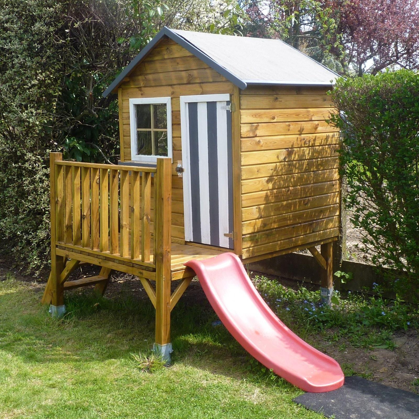 Cabane En Bois Pour Enfant Sur Pilotis Peinte En Gris Taupe ... destiné Maison De Jardin Pour Enfant