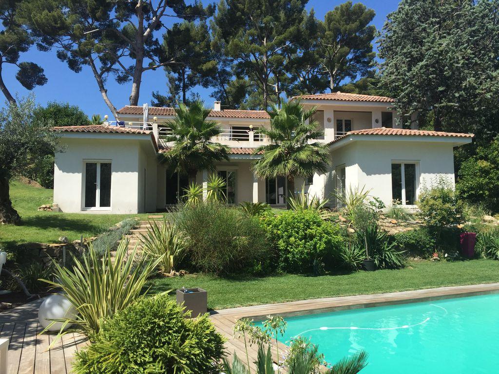 California-Style Villa - 11Th Arrondissement concernant Salon De Jardin California