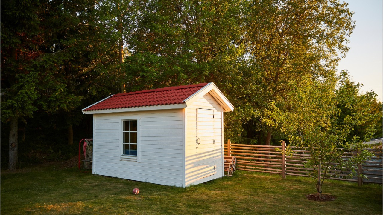 Ce Que Vous Coûtera (Au Minimum) Votre Taxe Abri De Jardin Cette Année destiné Cabane De Jardin En Bois Pas Cher