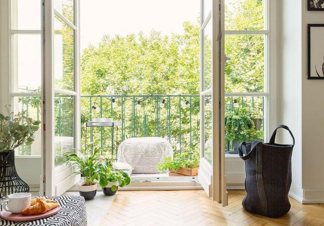 Ces Accessoires Déco Donneront À Votre Petit Balcon Un Effet ... intérieur Petit Salon De Jardin Pour Balcon